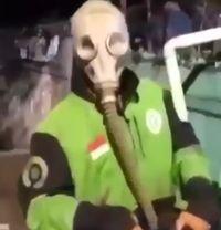 Cegah corona, driver ojol ini pakai masker anti-nuklir.