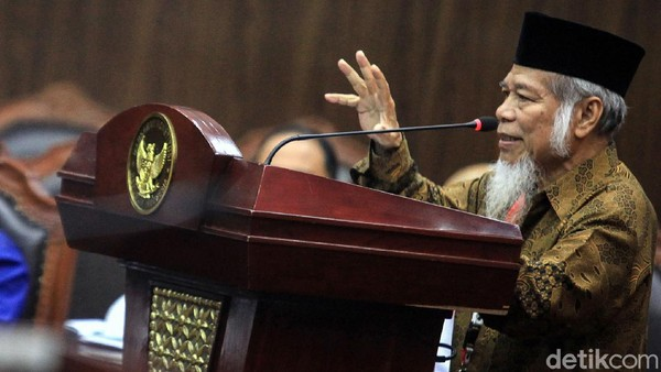 Sidang uji formil UU KPK kembali digelar di Gedung Mahkamah Konstitusi. Sejumlah saksi ahli mulai dari pakar hukum hingga ahli filsafat dihadirkan di sidang itu
