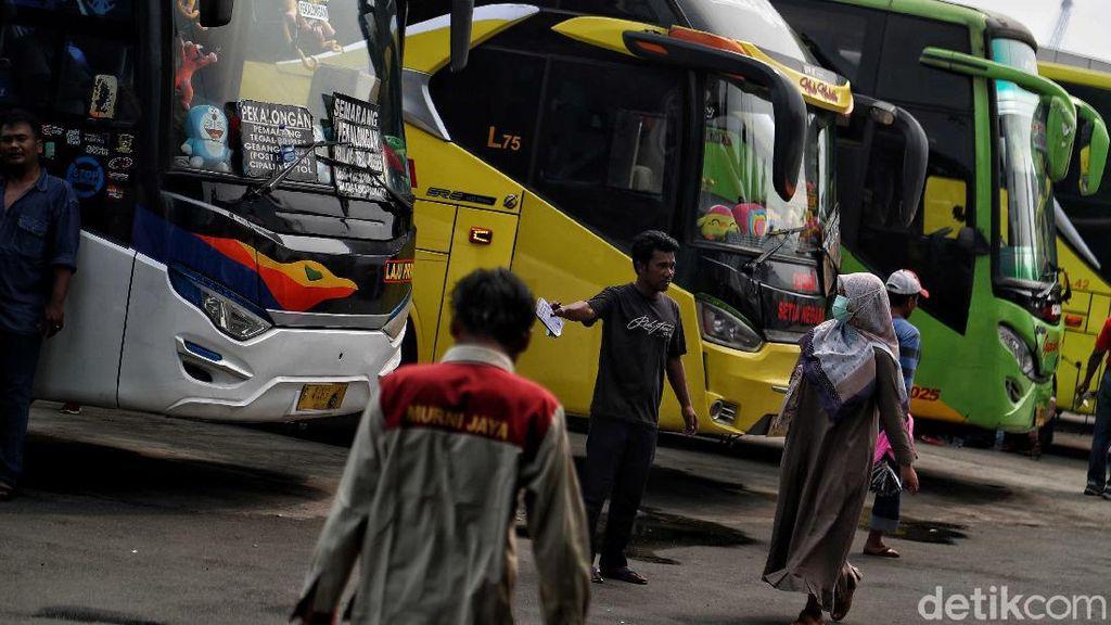 Menengok Aktivitas di Terminal Bus Tanjung Priok di Tengah Isu Corona