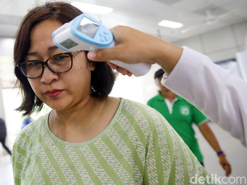 Penumpang di Stasiun MRT Lebak Bulus juga Diperiksa Suhu Tubuhnya
