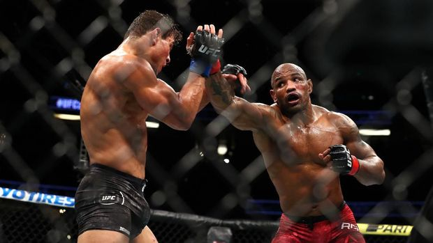 ANAHEIM, CALIFORNIA - AUGUST 17: Yoel Romero throws a punch at Paulo Costa in the second round during their Middleweight Bout at UFC 241 at Honda Center on August 17, 2019 in Anaheim, California.   Joe Scarnici/Getty Images/AFP