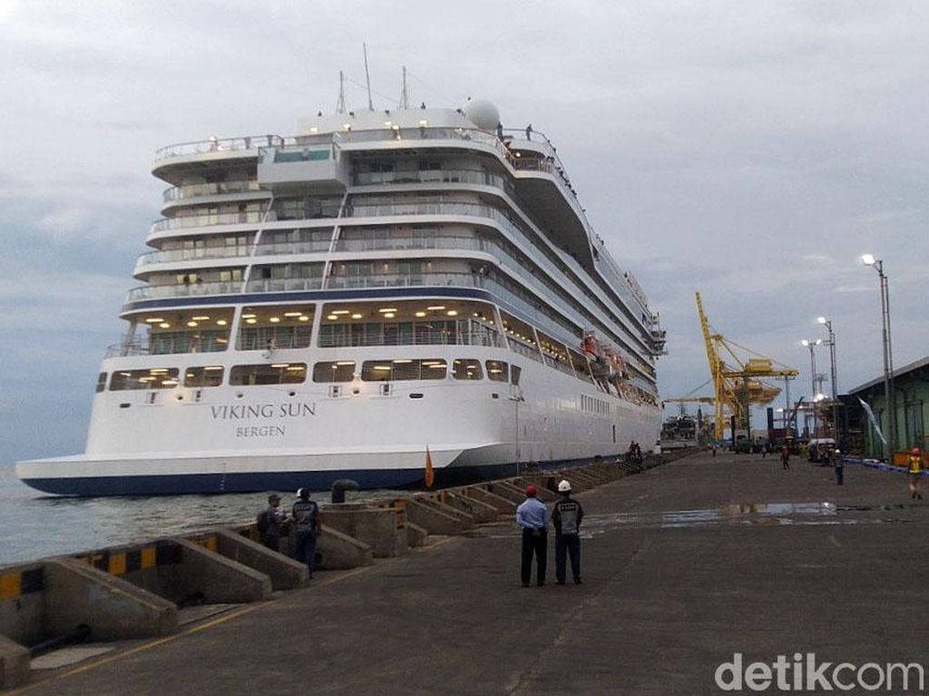 Tak Sandar di Surabaya Gegara Corona, Kapal Pesiar Viking Sun Langsung ke Bali