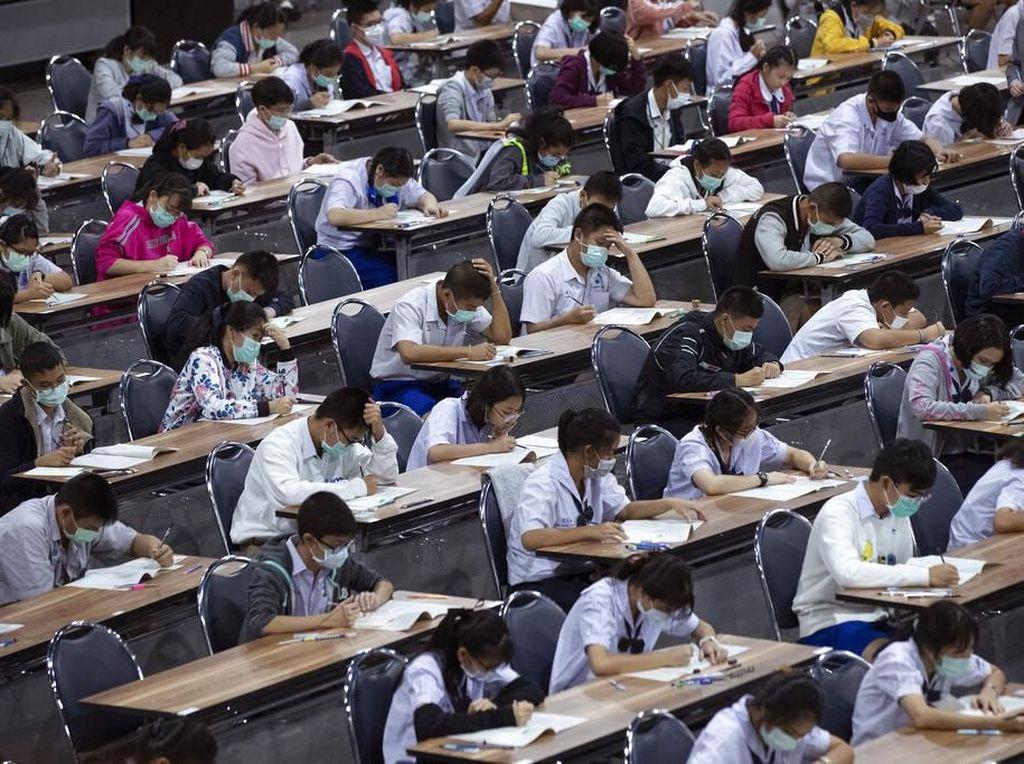 Kembali Sekolah, Siswa di China Pakai Gelang Deteksi Demam