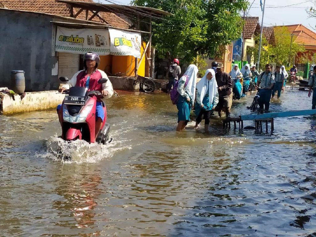 Banjir 2 Bulan di Sidoarjo Tak Kunjung Surut, Tim ITS Lakukan Penelitian