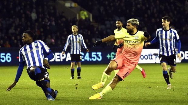 Manchester City's Sergio Aguero, second right, scores his side's opening goal during the FA Cup fifth round soccer match between Sheffield Wednesday and Manchester City at Hillsborough in Sheffield, England, Wednesday, March 4, 2020. (AP Photo/Rui Vieira)