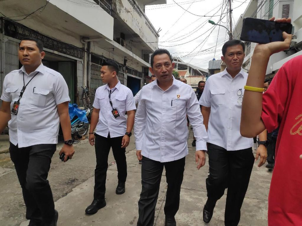 Cek Toko Masker di Jakbar, Kabareskrim Ingatkan Distributor Tak Timbun Barang