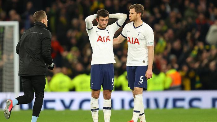 LONDON, ENGLAND - MARCH 04: Troy Parrott of Tottenham Hotspur is consoled by teammate Jan Vertonghen after the FA Cup Fifth Round match between Tottenham Hotspur and Norwich City at Tottenham Hotspur Stadium on March 04, 2020 in London, England. (Photo by Julian Finney/Getty Images)