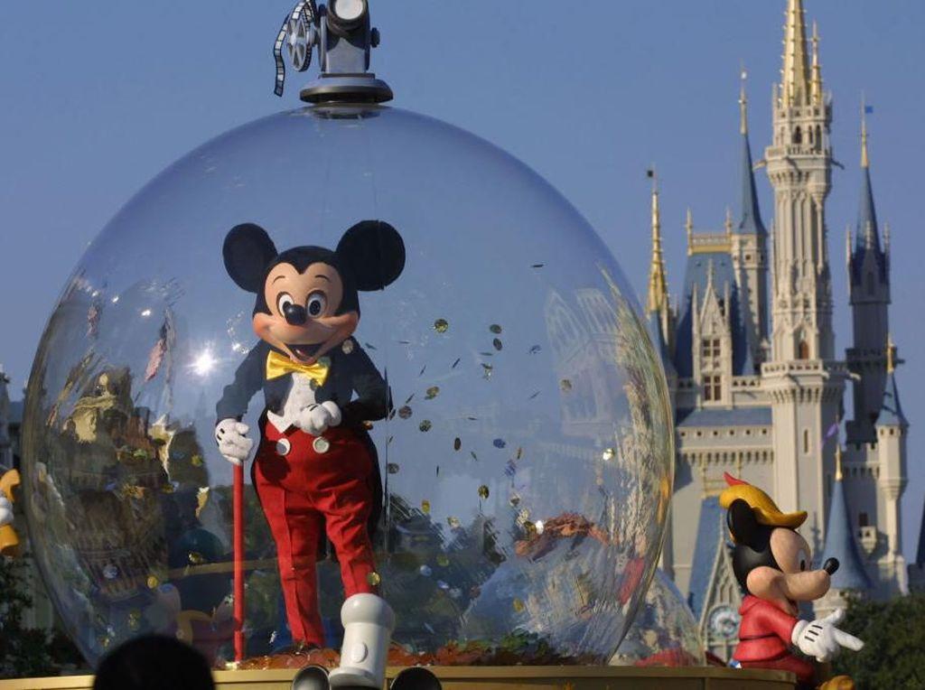 Tak Pakai Masker di Disney World, Pria Ini Malah Minta Dukungan