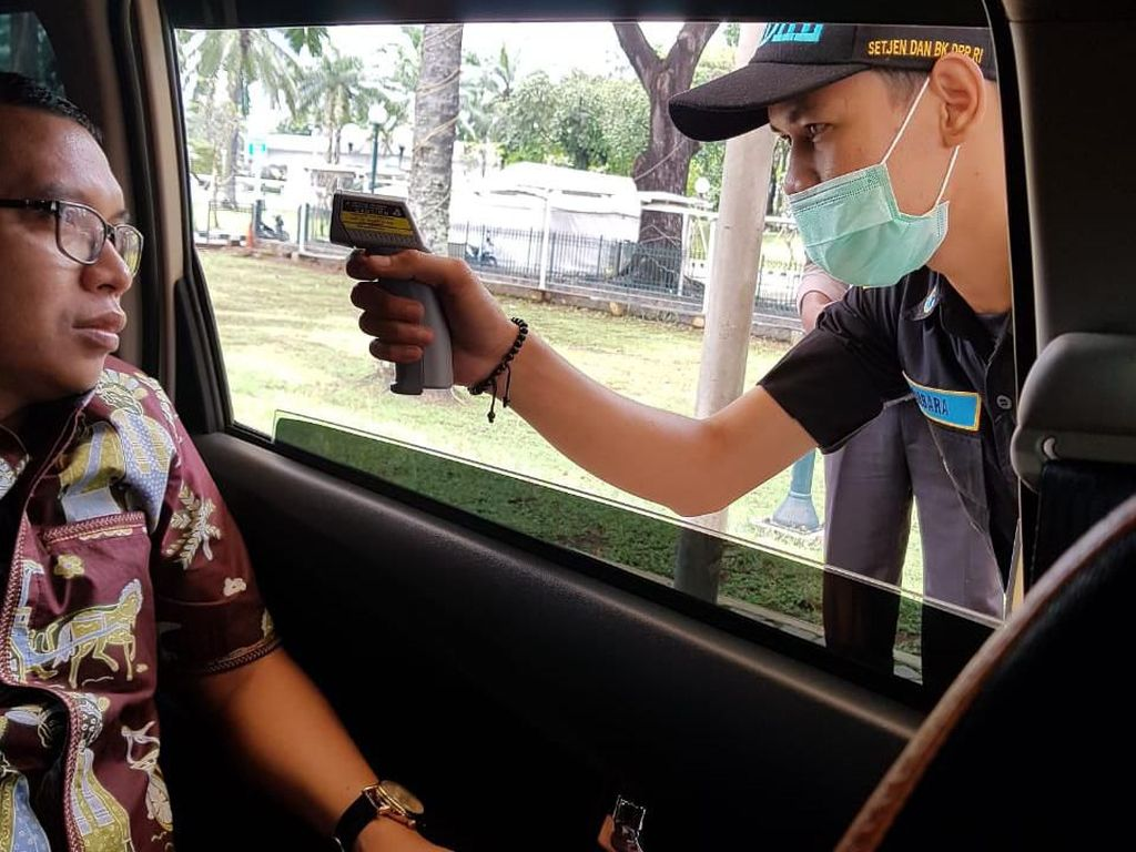 Cegah Corona, Pemeriksaan Suhu Tubuh di Perbatasan Bekasi Efektif Hari Ini