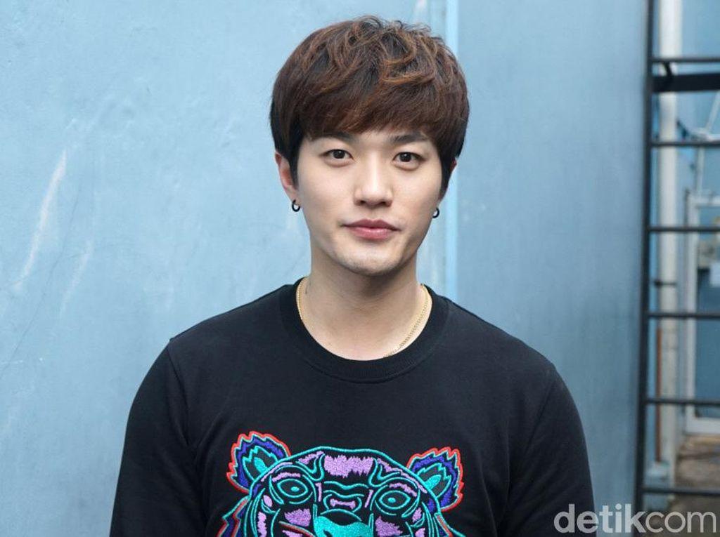 Diomongin Netizen Gegara Dekat dengan Anak Sambung, Ini Kata Lee Jeong Hoon
