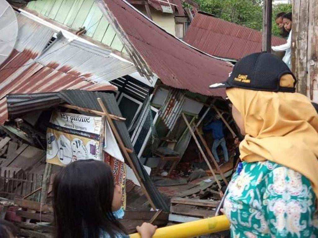 Hujan Deras Disertai Angin Kencang, 2 Rumah di Jambi Ambruk
