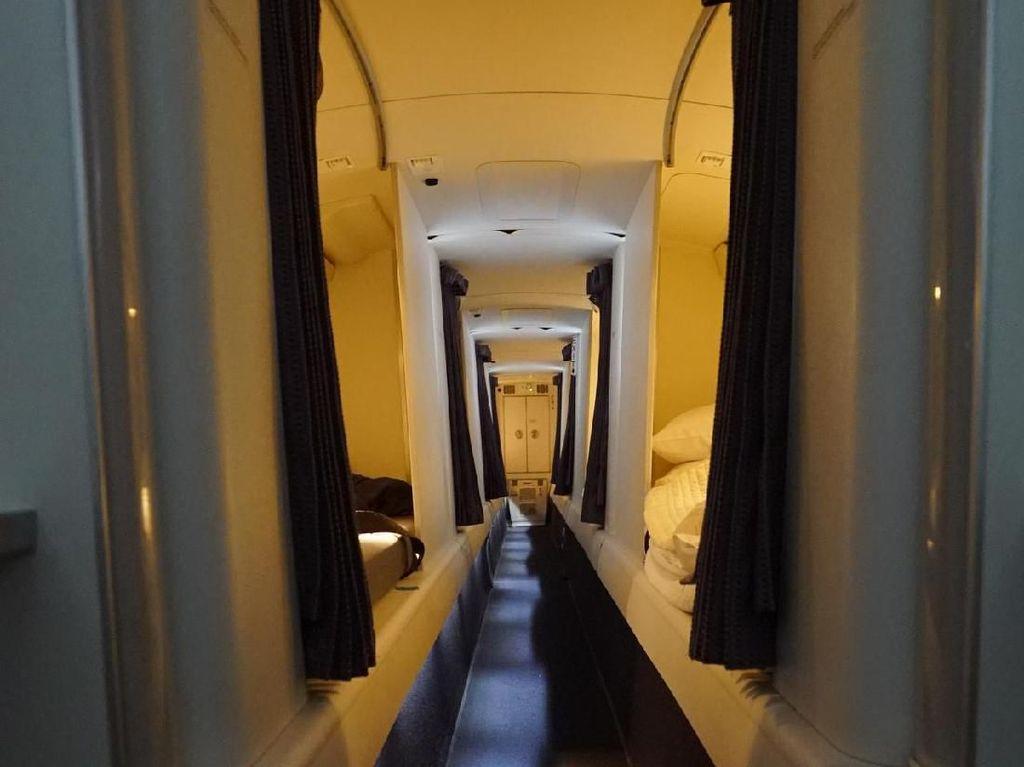 Begini, Lo Kabin Rahasia Pramugari di Dalam Pesawat