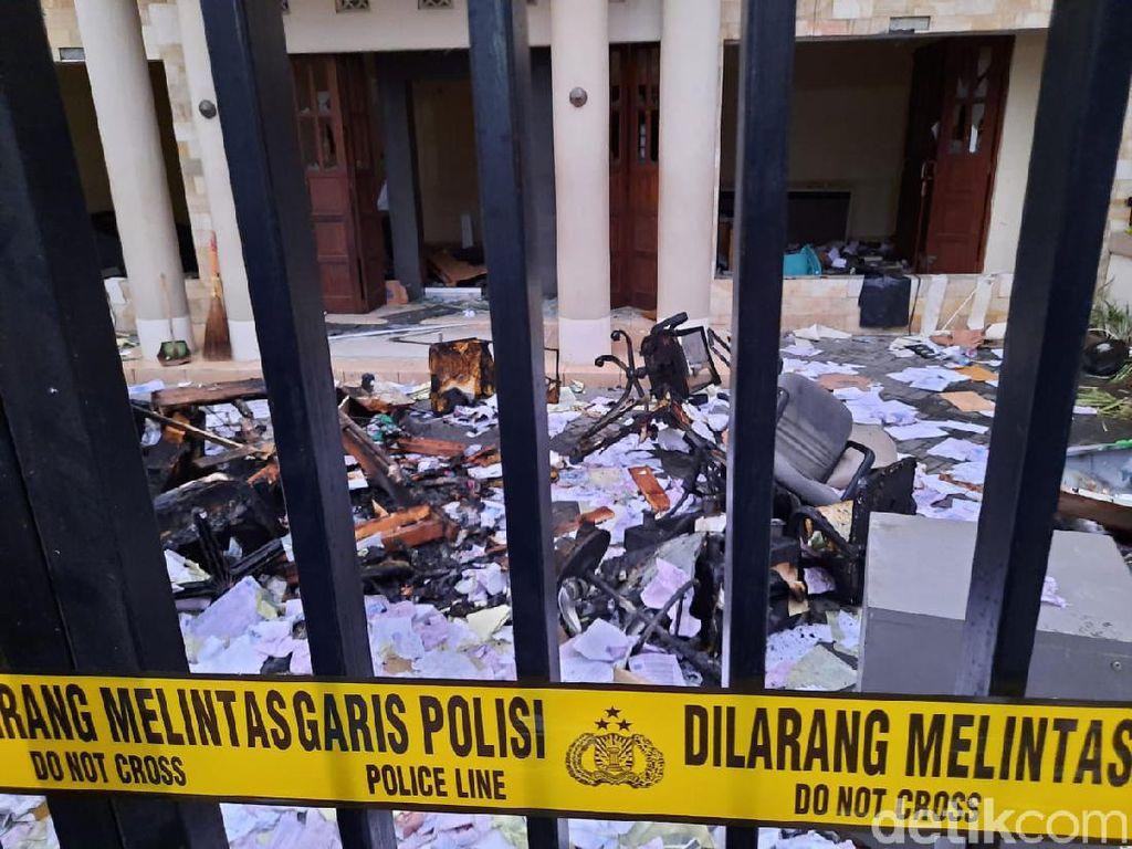 Bentrok Massa Ojol vs DC di Sleman, Kantor Grab dan Leasing Dirusak