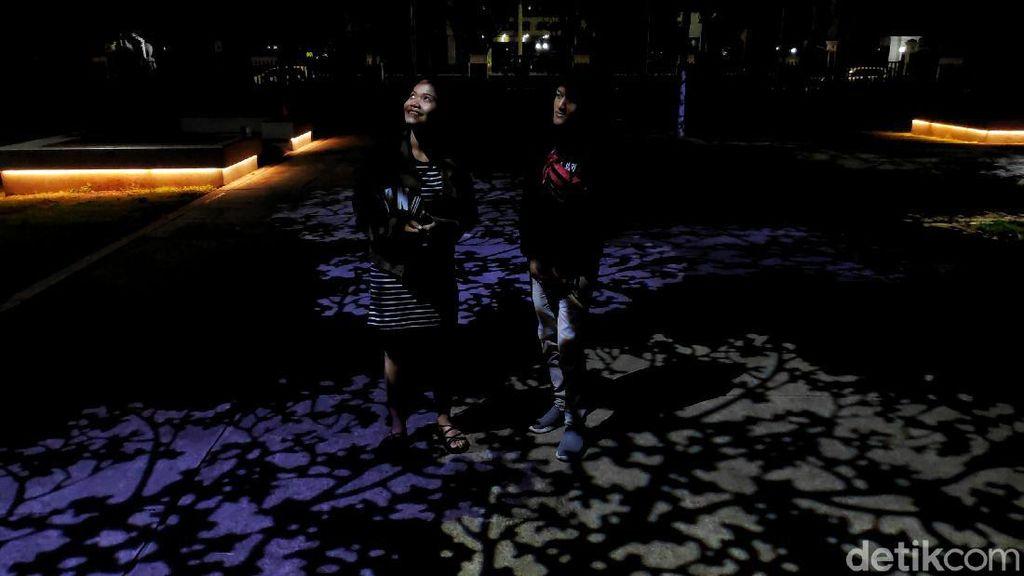 Asyiknya Berwisata Malam di Lapangan Banteng