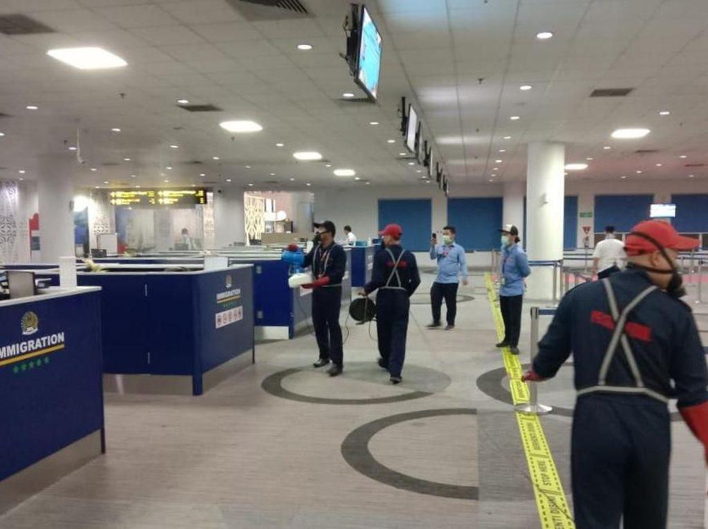 Cegah Corona, Troli hingga Toilet di Bandara Kualanamu Disemprot Disinfektan