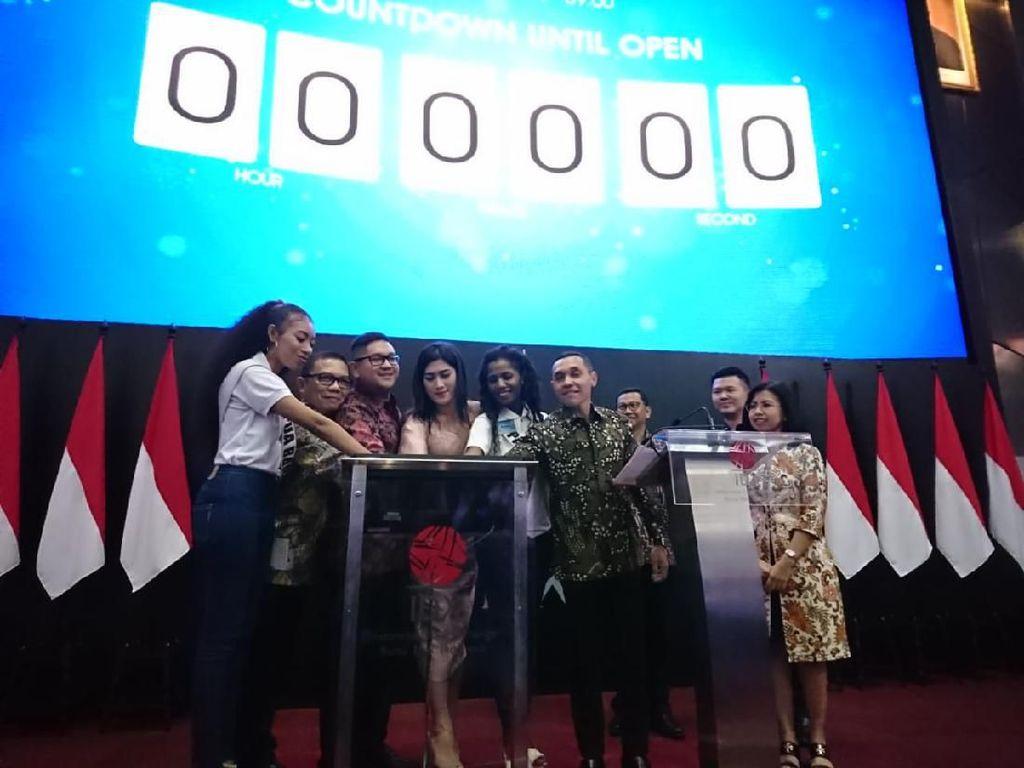 Lantai Bursa Dipenuhi Wanita-wanita Cantik Belajar Investasi