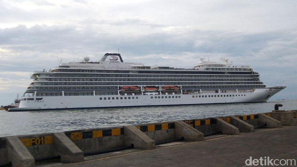 Sempat Ditolak, Kapal Pesiar Viking Sun Akhirnya Berlabuh di Semarang