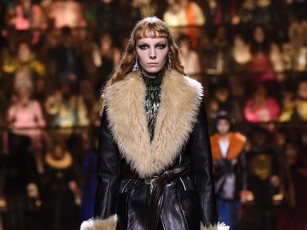 20 Busana Terbaru Louis Vuitton yang Menutup Paris Fashion Week 2020