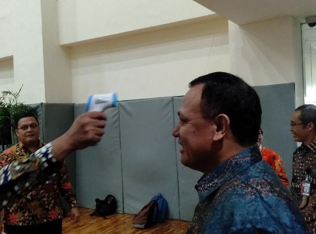 Antisipasi Virus Corona, Firli Bahuri Hingga Pegawai KPK Dicek Suhu Badan