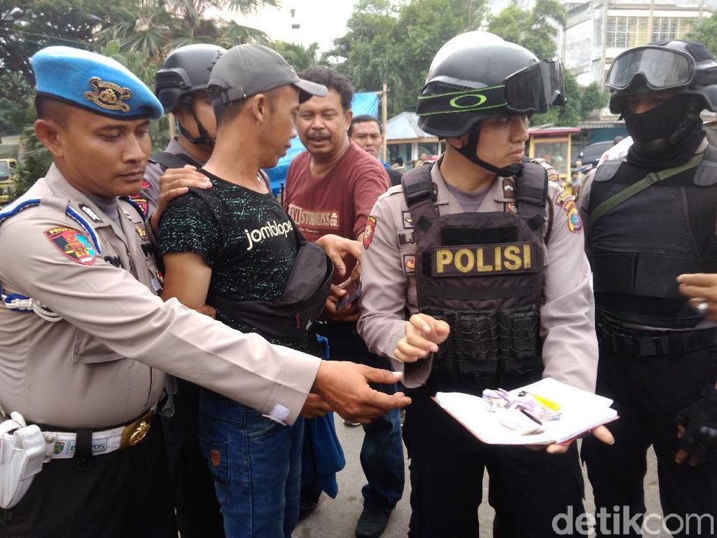 Bikin Resah Warga, Belasan Preman Ditangkap di Medan
