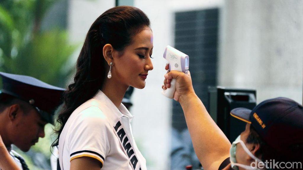 Saat Para Finalis Puteri Indonesia Jalani Pemeriksaan Suhu Tubuh