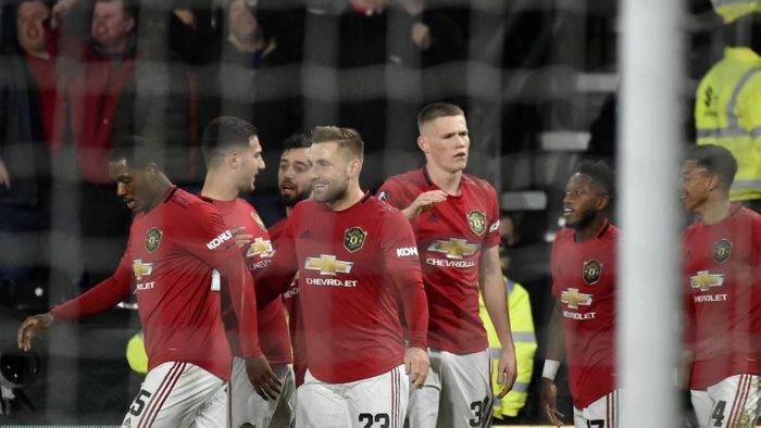 Manchester Uniteds Luke Shaw, front, celebrates with teammates after scoring his sides opening goal during the FA Cup fifth round soccer match between Derby County and Manchester United at Pride Park in Derby, England, Thursday, March 5, 2020. (AP Photo/Rui Vieira)