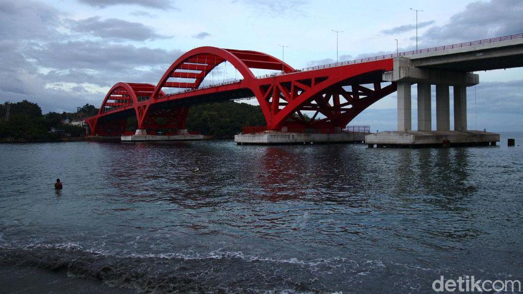 Melihat Jembatan Youtefa, Kebanggaan Warga Papua