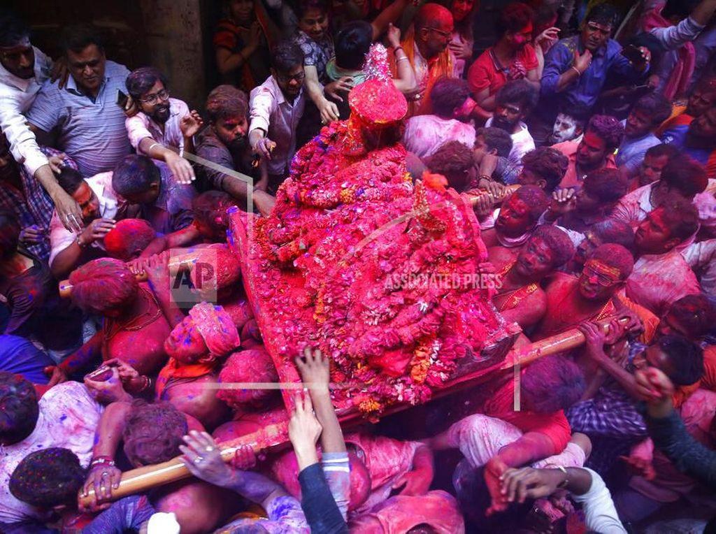 India Tetap Rayakan Festival Holi di Tengah Wabah Corona