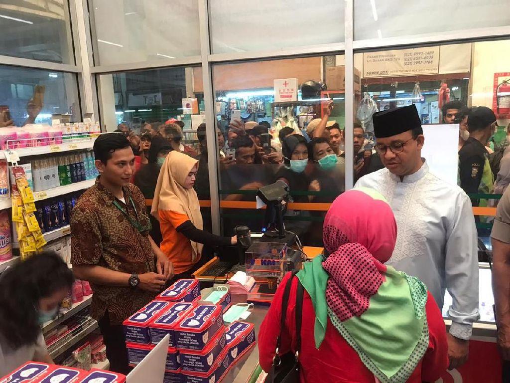 Datangi Pasar Pramuka, Anies Harap Operasi Pasar Bisa Turunkan Harga Masker
