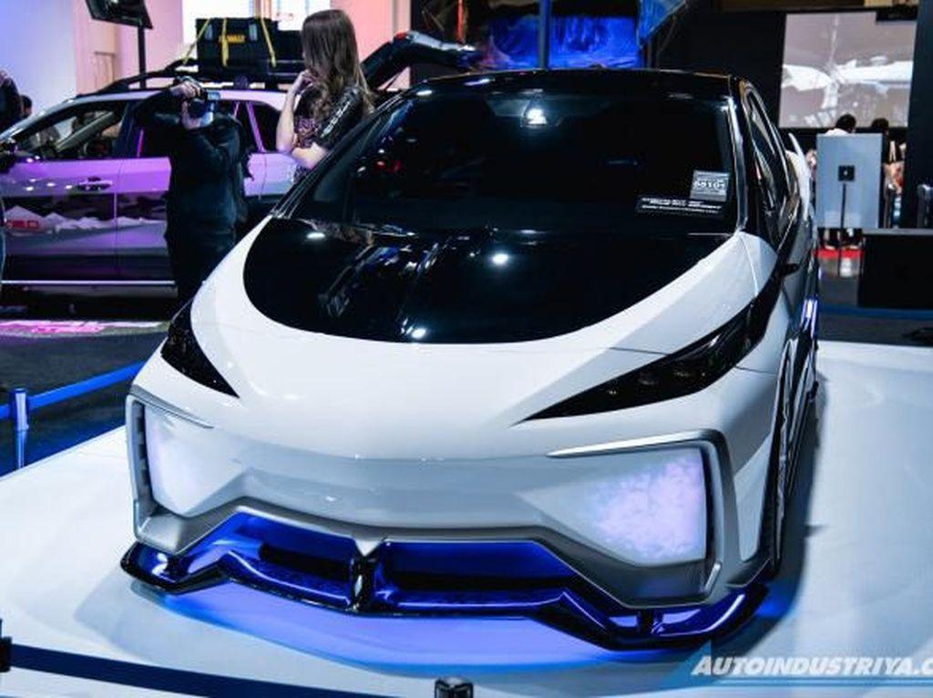 Toyota Prius TRD Concept Ini Desainnya Mirip Gundam