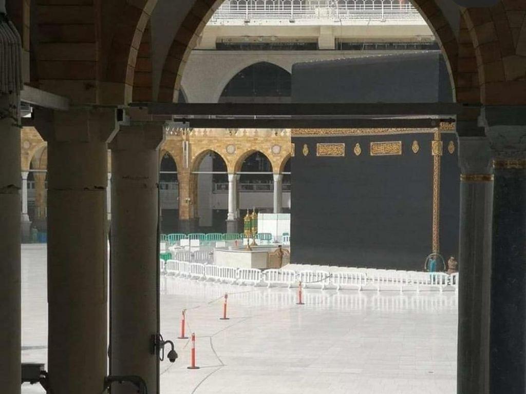 Imbas COVID-19, Arab Saudi Tutup Kabah dan Masjid Agung