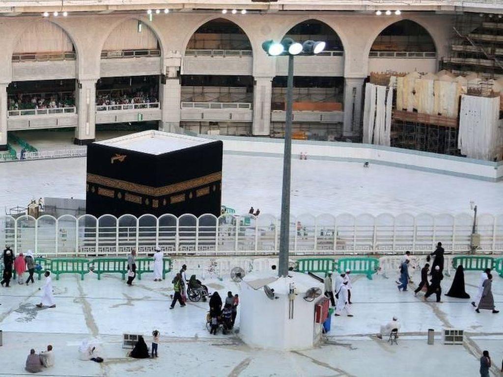 Sempat Ditutup karena Corona, 2 Masjid Suci Dibuka Lagi
