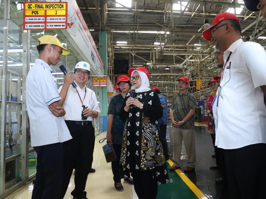 Ke Pabrik Toyota, Menaker Pastikan Program Vokasi Berjalan Lancar