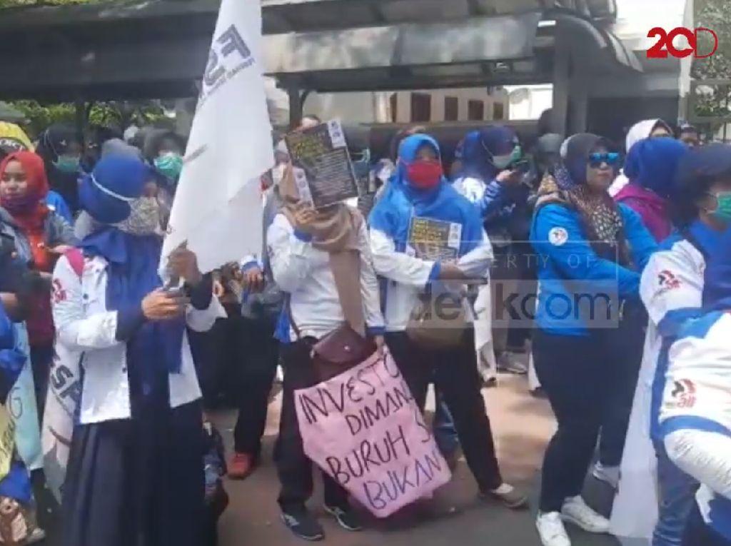 Buruh Perempuan Geruduk Kemen-PPPA, Tolak Omnibus Law RUU Cipta Kerja