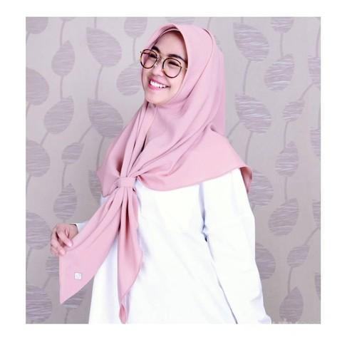 Simpel Dan Nyaman Hijab Ala Ria Ricis Ini Cocok Untuk Dipakai Kuliah