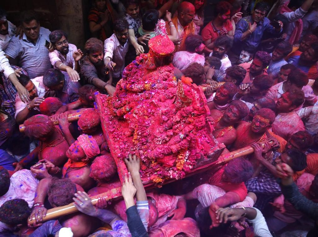 Intip Serunya Pembukaan Festival Holi yang Penuh Warna