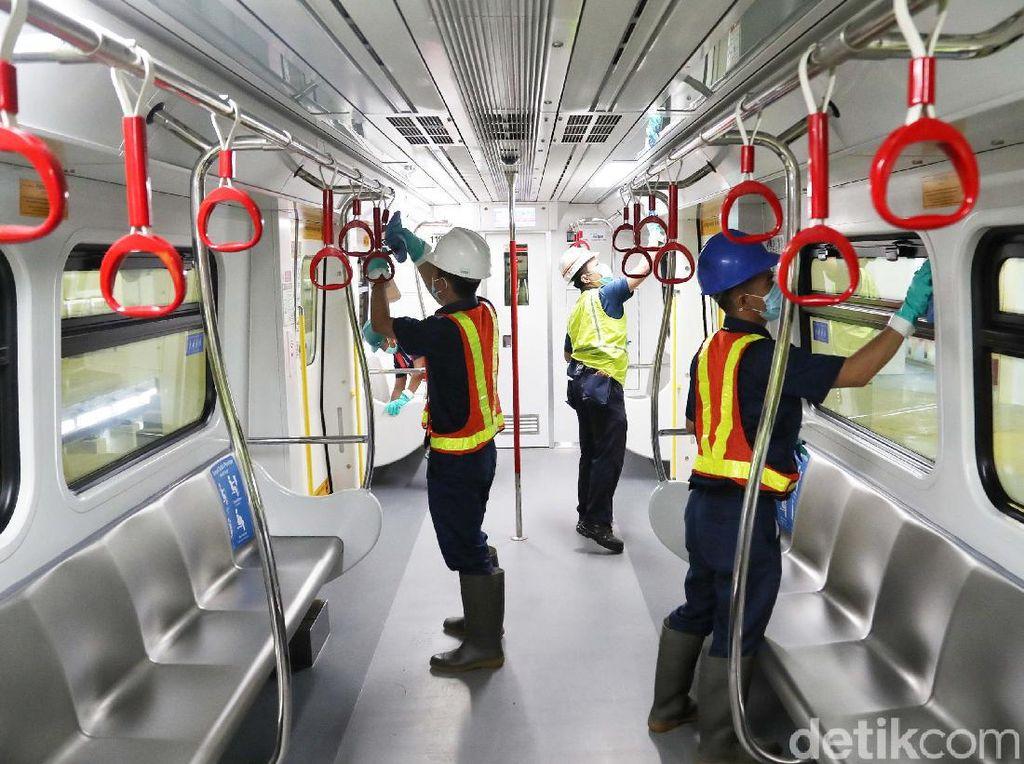 Tangkal Corona, LRT Jakarta Bersih-bersih