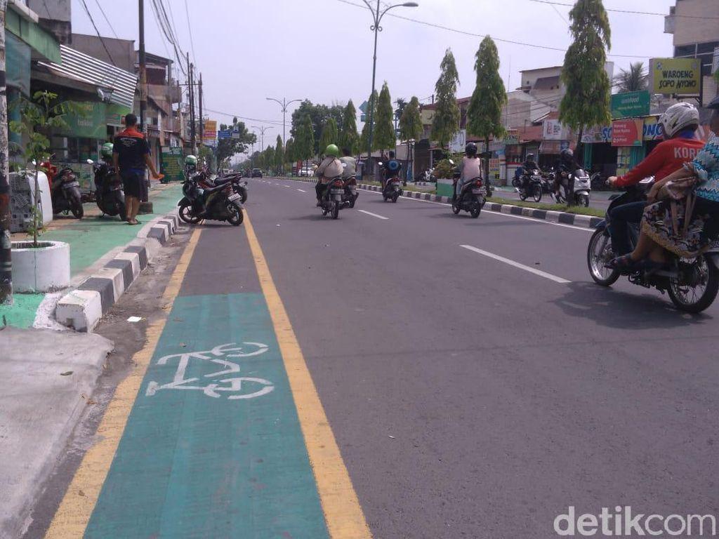 Pemprov Sumut Diminta Sterilkan Jalur Sepeda yang Jadi Parkir Liar di Medan