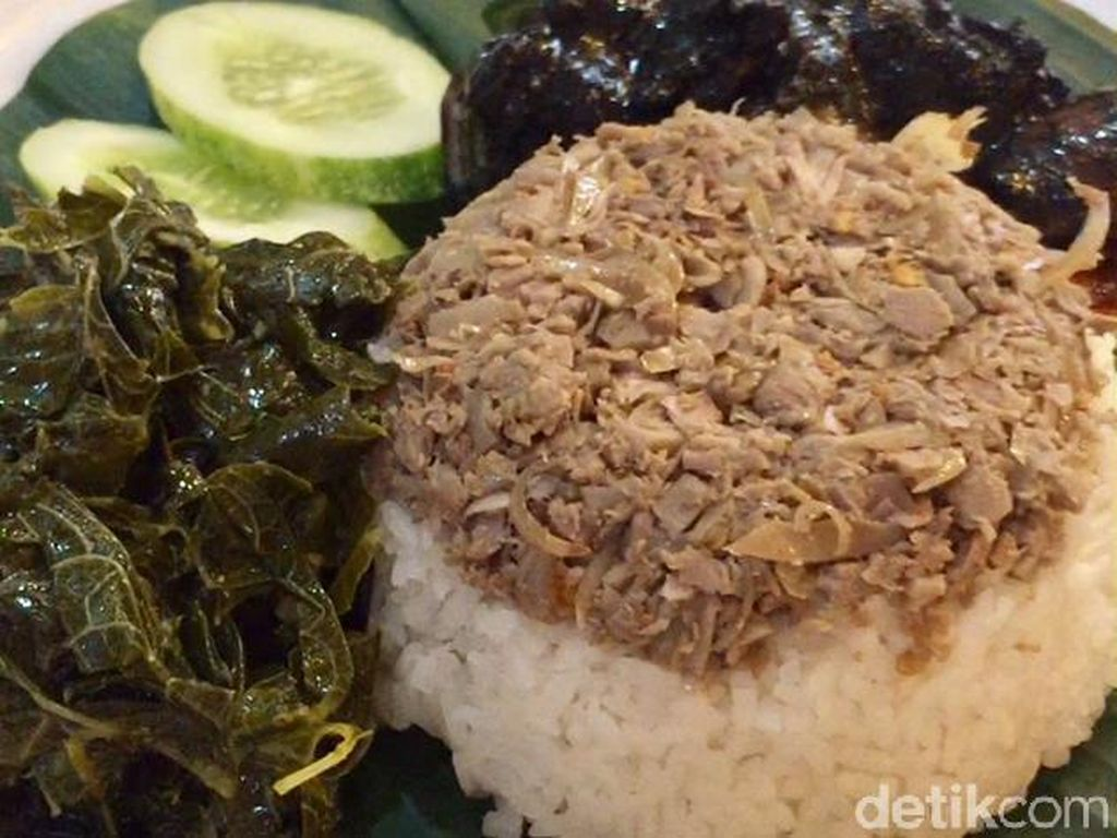 Mlinjo Cafe & Resto : Maknyus! Nasi Megono Berlauk Cumi Hitam Pekat