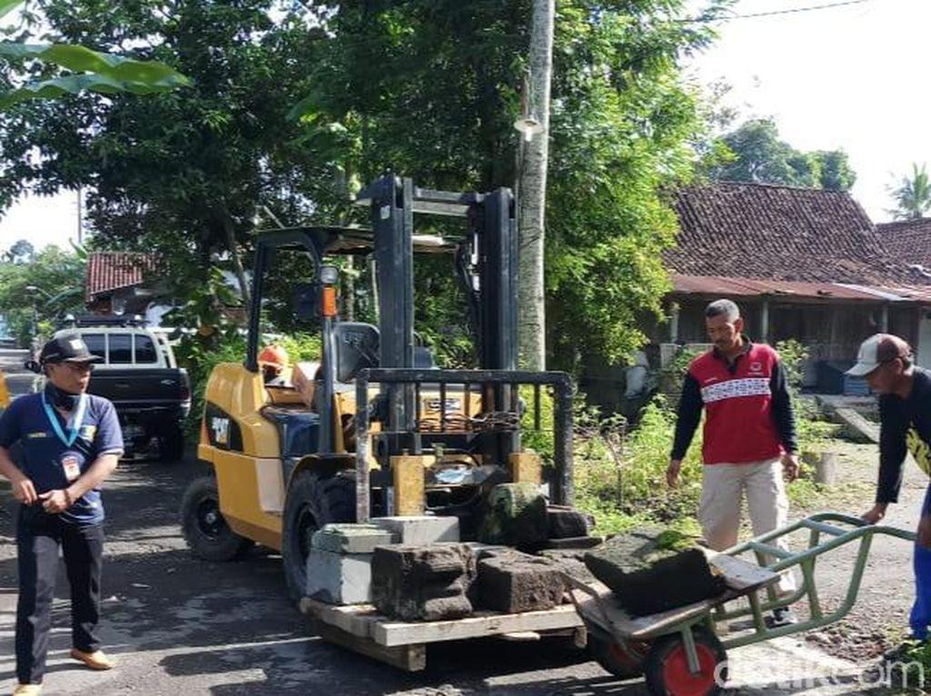 Puluhan Batuan Candi di Perkampungan Klaten Dievakuasi ke Candi Sewu