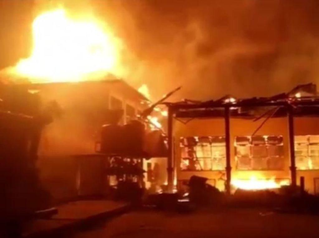 Video: Ruang Praktik SMKN 4 Kendari Terbakar, Kerugian Capai Rp 1,5 M