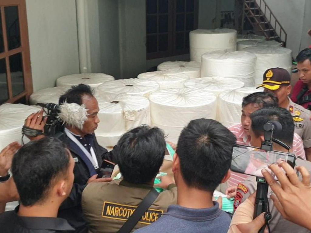 Polisi Bongkar Pabrik Rumahan Masker Tak Berizin di Senen Jakpus