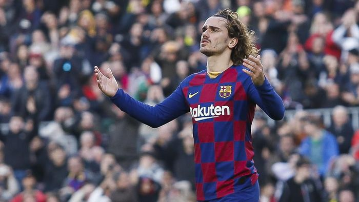 BARCELONA, SPAIN - FEBRUARY 15: Antoine Griezmann of FC Barcelona gestures during the Liga match between FC Barcelona and Getafe CF at Camp Nou on February 15, 2020 in Barcelona, Spain. (Photo by Eric Alonso/Getty Images)