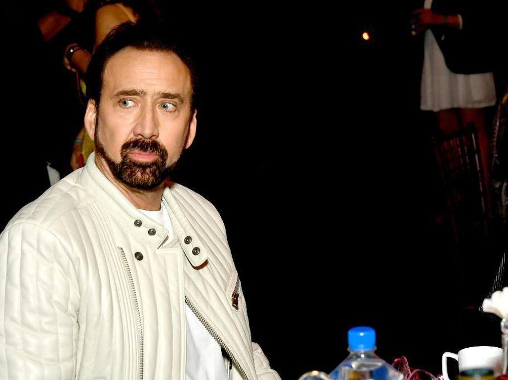 Nicolas Cage Hibur Kekasih di New York: ke Museum dan Keliling Central Park