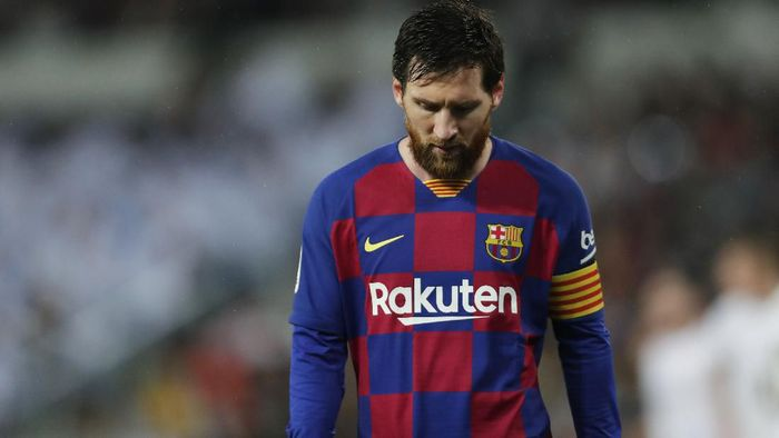 Barcelonas Lionel Messi reacts during the Spanish La Liga soccer match between Real Madrid and Barcelona at the Santiago Bernabeu stadium in Madrid, Spain, Sunday, March 1, 2020. (AP Photo/Manu Fernandez)