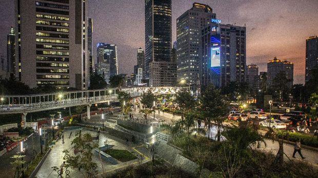 Suasana di Taman Spot Budaya Dukuh Atas, Jakarta. ANTARA FOTO/Aprillio Akbar