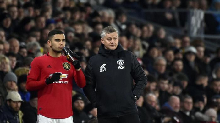 Manchester Uniteds manager Ole Gunnar Solskjaer, right, gives instructions to Manchester Uniteds Andreas Pereira during the FA Cup fifth round soccer match between Derby County and Manchester United at Pride Park in Derby, England, Thursday, March 5, 2020. (AP Photo/Rui Vieira)