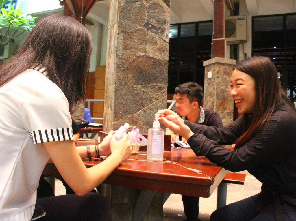 Kampus Ubaya Sediakan Hand Sanitizer di Beberapa Sudut untuk Mahasiswa