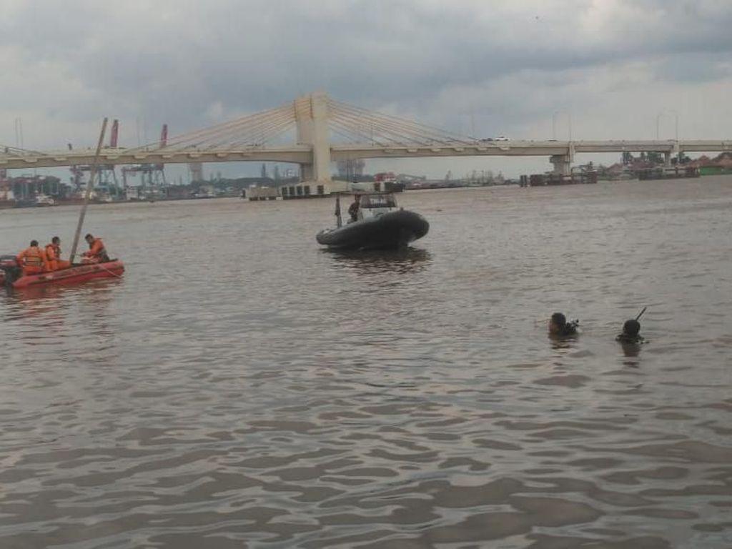 Terpeleset Saat Mandi, Noval Hilang di Sungai Musi