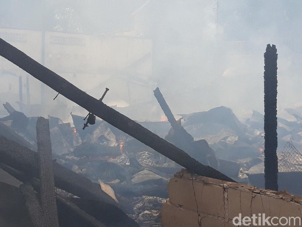 Kebakaran Mes Karyawan Pabrik di Jaksel Diduga karena Korsleting